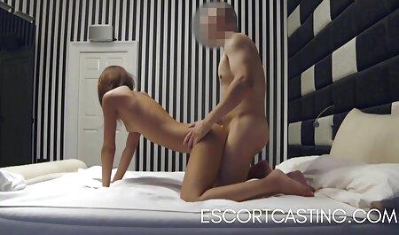 Uma jovem cadela filme adulto caseiro masturbar seu pau para um namorado de maneiras diferentes e fazê-lo cum