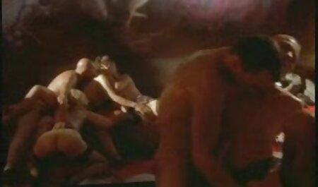 Jovem Tesão Namorada videos de sexo adulto precisa de muito para obter de uma pessoa durante o sexo