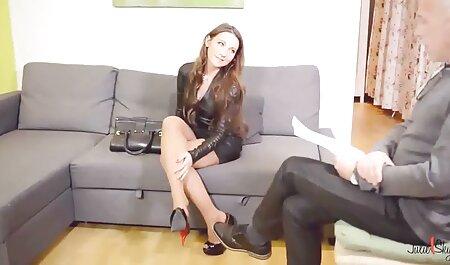 Bela videos adultos mulheres madura morena para um depravado sexual massagem para um cliente