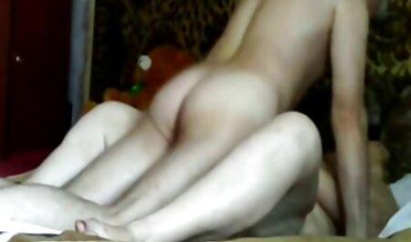 Elegante modelo pornô de sexo, massageando sua buceta suculenta ver videos de adulto gratis