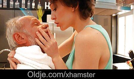 Morena Madura apaixonadamente e dedilhado video de sexo entre adultos sua buceta na cama