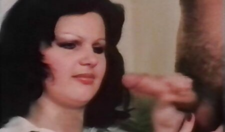 Sexy Estrela pornô na videos de playboy para adultos saia apertada