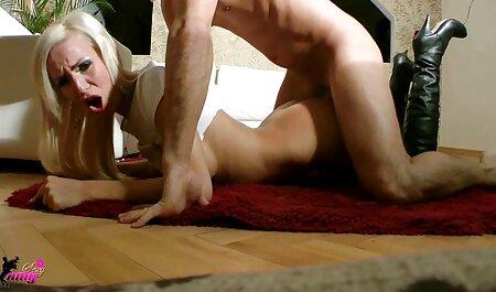 Ela descaradamente seduz um vizinho à beira da xxx adulto video piscina e fica fodido