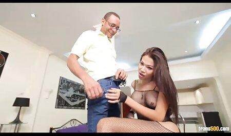 Morena menina corajosamente declarando os homens para querer vídeos para adultos sexo ter sexo