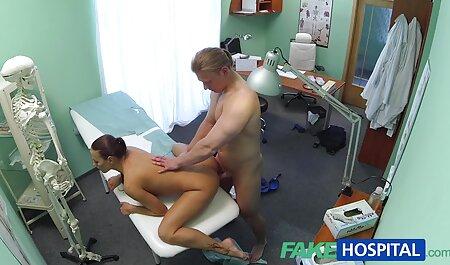 Uma linda garota com pernas sexy acariciando um pau em adultos xvideos pé antes do sexo softcore