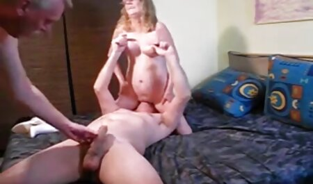 Modelo pornô sabe como ver sexo adulto jogar bem com o seu L.