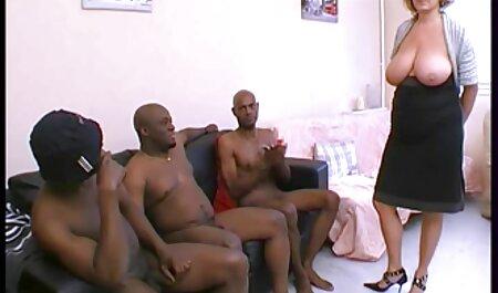 As pessoas adoram empilhar uma estrela pornô madura peituda na cama x videos adultos gratis e fodê-la vigorosamente