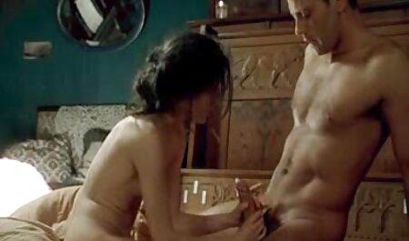 O cara tem um idílio completo videos adultos zoofilia com sua esposa durante o sexo