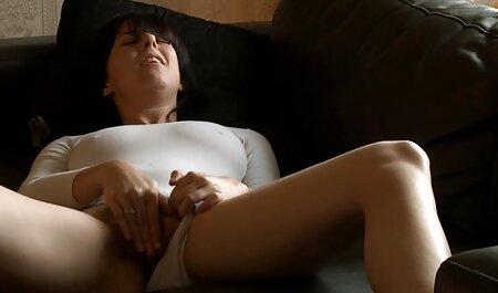 Latina tentando sexo com vídeos de sexo para adultos um homem na câmera