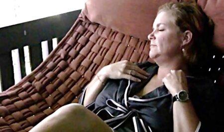 Sexy maduro dona de casa convida um encanador videos pornos adultos gratis para limpar seu boquete com um pau