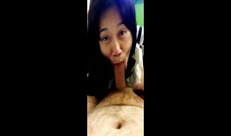 Mulher japonesa madura permite que o amor de seu carro foda e porra dentro vídeos de sexo para adultos da buceta