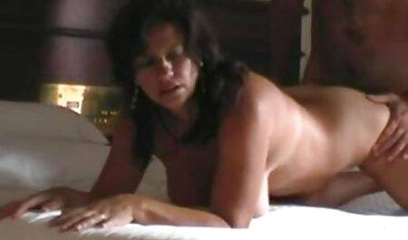 O filme adulto com rita cadilac papel importante do vestido curto de uma estrela pornô