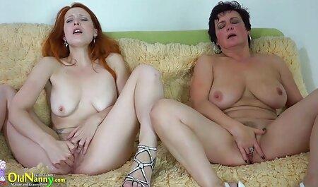 Morena com batom encantador masturbando uma pessoa em uma rede Monitor de rede videos adultos de brasileiras observada