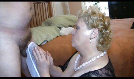 O requintado l de vídeo pornô para adulto um jovem, flertando como penetrar dentro de um falso