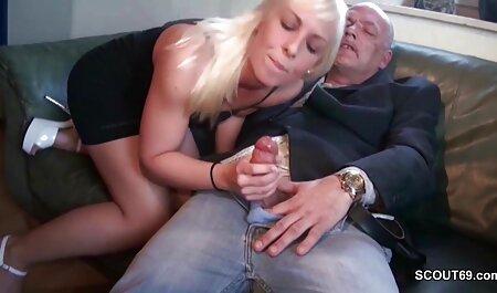Menina Sexy com grandes video adulto seios naturais e seus brinquedos sexuais