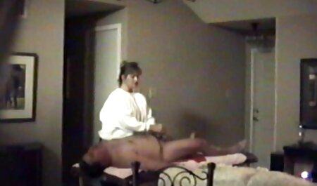 Jovem modelo pornô ganância permite um falo em sua videos e filmes adultos Elite cuzinho