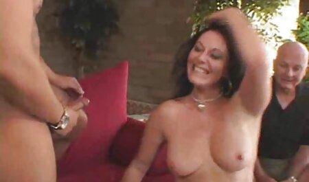 Estrelas pornô apenas o suficiente para agitar as pessoas para o sexo vídeo pornô adulto