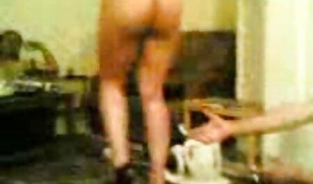 Bela buceta de uma jovem morena lentamente acaricia a si videos adultos mulheres mesma