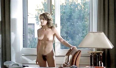 Peituda madura loira em videos adultos com novinhas lingerie de luxo mostra sua buceta