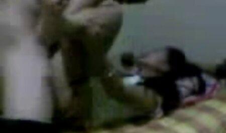 Uma jovem paquera arranjou um striptease na cama videos adultos brasileirinhas e mostra seus peitos e bunda apertada