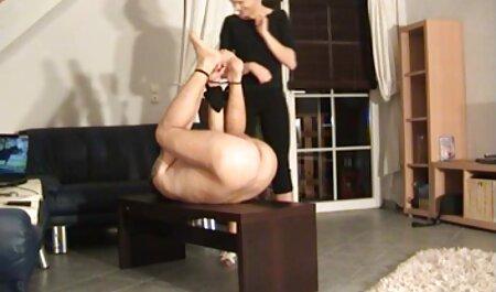 Jovem depravado modelo pornô fode em diferentes estilos videos adultos coroas